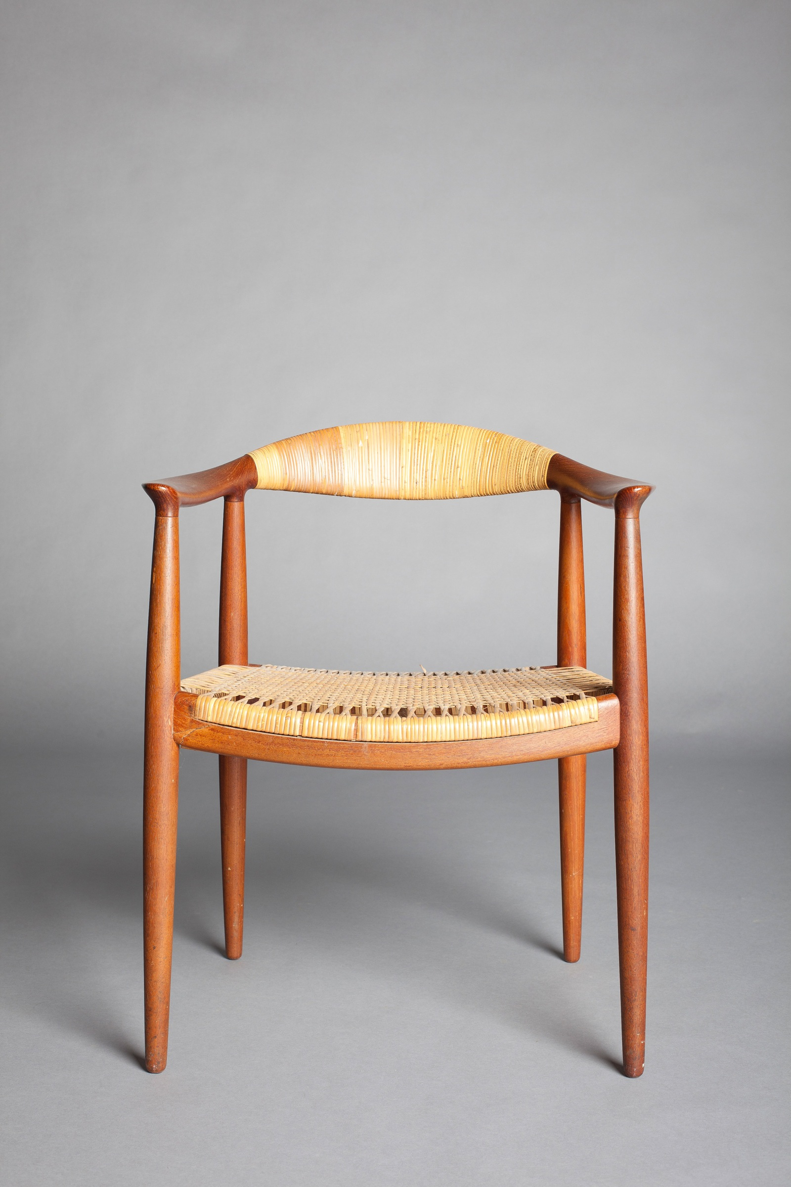Iconic chair design made famous in kennedy nixon debate for Famous chairs