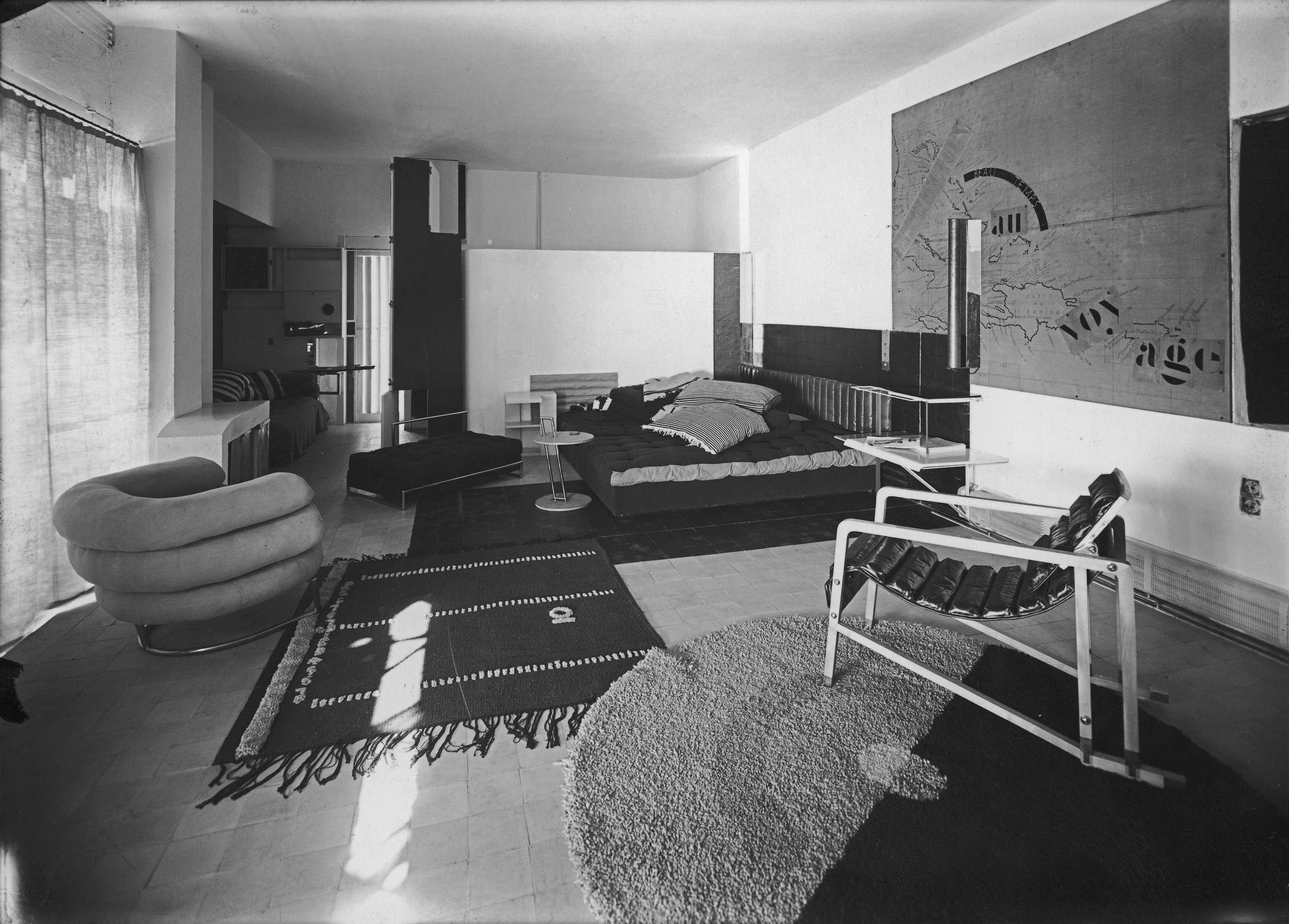 eileen gray retrospective at centre pompidou in paris. Black Bedroom Furniture Sets. Home Design Ideas
