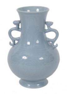 Qing claire de lune glazed vase (800-1,200)