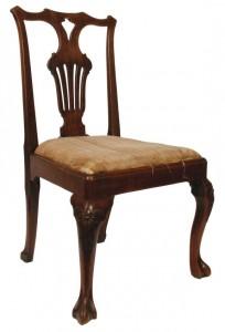 An Irish c1730 red walnut side chair (800-1,200)