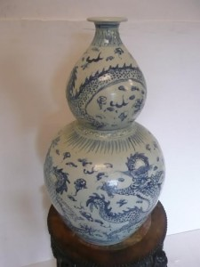 This Chinese vase is estimated at 100-200.