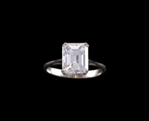 A diamond single-stone ring of 3.25 carats (10,000-20,000)