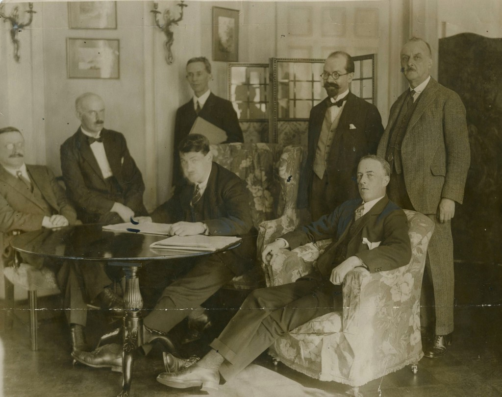 anglo irish treaty negotiations The treaty's signing ended five months of complex negotiations following the truce of 11 july 1921, which halted military hostilities in the anglo-irish war, eamon de valera led a small group of dáil ministers to london.