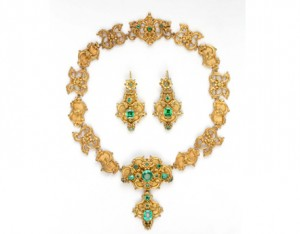 An early 19th century emerald suite of jewellery (16,000-18,000).