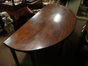 A figured mahogany Irish hunt table (seven feet) (3,500-4,500).