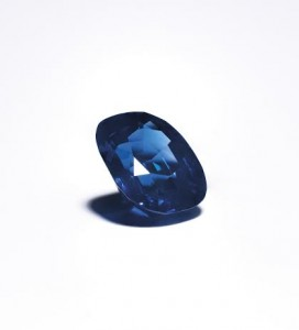 THE 14 CARAT KASHMIRE SAPPHIRE FROM THE BROOCH.