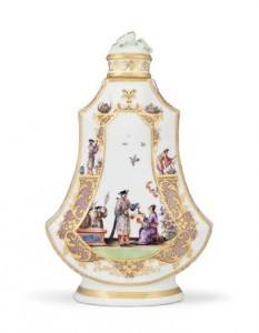 A MEISSEN CHINOISERIE SCENT-FLASK AND COVER CIRCA 1730 (£40,000-60,000). Courtesy, Christies Images Ltd., 2014.