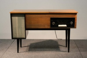 A vintage Phillips radiogram (300-500).