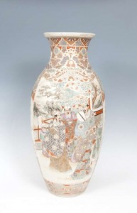 A large Japanese satsuma earthenware baluster vase (400-600).