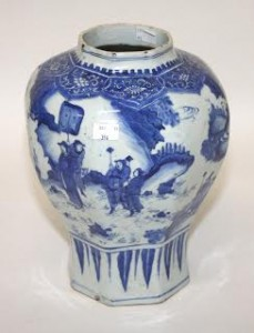 A Chinese 18th century blue and white vase (1,500-2,500)