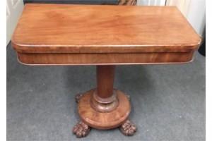 A Regency Irish mahogany card table (600-800).