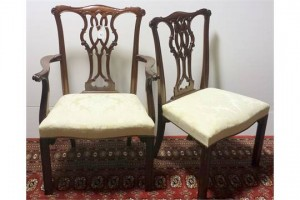 A set of 10 Chippendale tradition dining chairs (1,000-1,200).