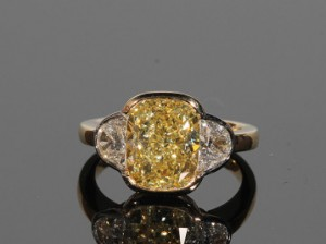 A fancy coloured diamond ring (75,000-85,000)