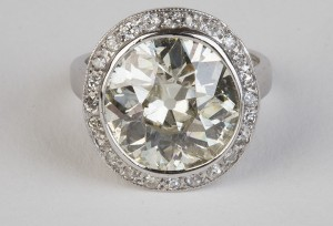 An early 20th century diamond ring (80,000-90,000)