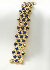 Gubelin gold and lapis lazuli bracelet at Van Kranendonk Duffels.