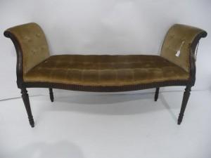 An antique Hepplewhite design window seat (200-300).