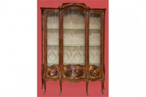 A French ormolu mounted Kingwood vitrine (8,000-12,000)