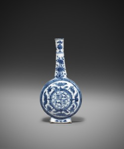 Blue and White Bottle with the Arms of Castile and Leon China—Ming dynasty, Wanli period (1573-1620) at Jorge Welsh