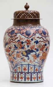 A Kangxi vase, 18th century Chinese Imari at  Galerie Arabesque.