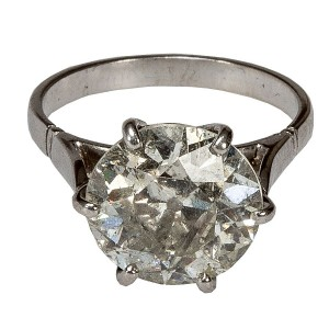 A SOLITAIRE RING, the large round brilliant cut diamond, mounted on six claws, weighing approx 5.00ct J-K colour P3 (10,000-15,000)