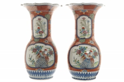 Pair of nineteenth-century Japanese Imari vases (600-900)