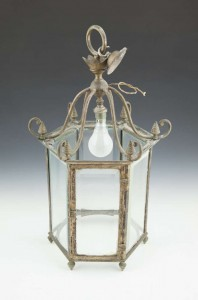 AN EARLY 19TH CENTURY BRASS HEXAGONAL HALL LANTERN (400-600)