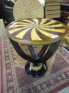 An Art Deco occasional table (70-120)