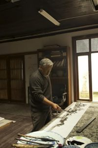 Hong Ling painting in ink at his studio © Hong Ling. Courtesy Soka Art Beijing