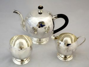 An Irish Silver tea set by Egans, Cork (600-800)