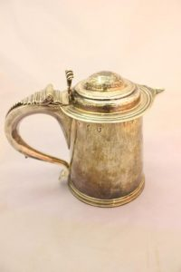 AN IRISH SILVER TANKARD