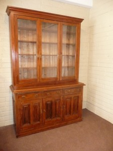 An antique pitch pine cabinet c1880 (700-1,000).