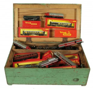 A collection of Tri-ang '00' Gauge Trains and accessories  (100-150)