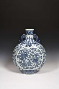 A Qing Dynasty moon flask (10,000-15,000)