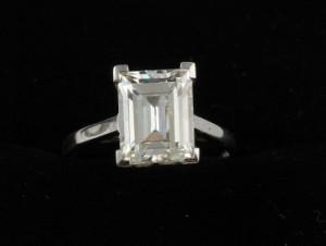 An emerald cut diamond solitaire (30,000-32,000)
