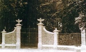 The c1820 Castle McGarrett entrance.