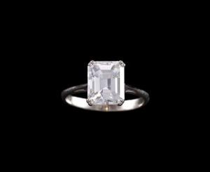 A diamond single-stone ring of 3.25 carats (10,000-20,000)
