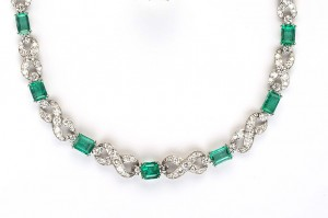 An emerald and diamond necklace (28,000-30,000).