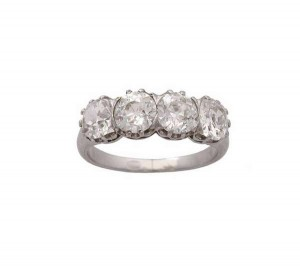 A DIAMOND FOUR STONE RING (8,000-12,000)