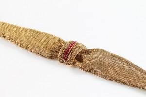 Am 18 carat gold retro wide bracelet (1,400-1,600).