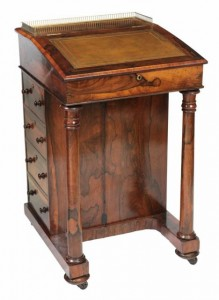A George IV rosewood davenport (500-800).