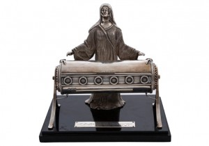 The Irish Hospitals Sweeps silver model made 4,400.