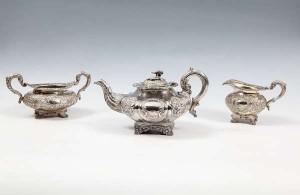 A matched Irish silver three piece tea set, the teapot Dublin 1814 (800-1,200).