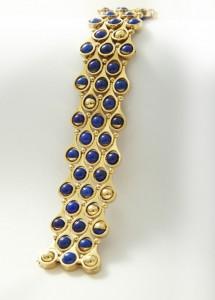 Gubelin gold and lapis lazuli bracelet at Van Kranendonk Duffels.