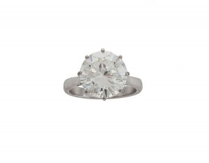 This diamond single stone ring sold for a hammer price of 40,000.