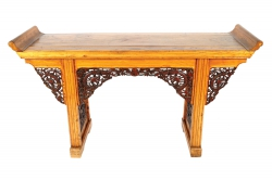 A 19th century Chinese altar table (1.500-2.500).