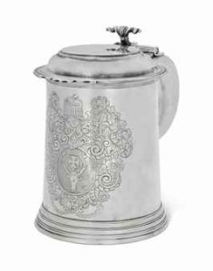 A QUEEN ANNE IRISH SILVER TANKARD MARK OF DAVID KING, DUBLIN, 1702, THE HANDLE MARK OF EDWARD WORKMAN OF DUBLIN