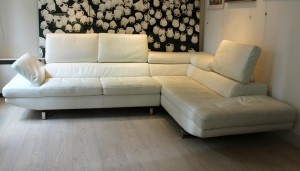 An Italian leather L shaped sofa by Max Divani (1,000-1,500)