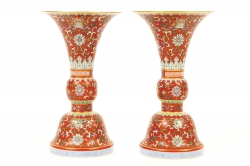 This pair of Qing vases sold for 60,000.