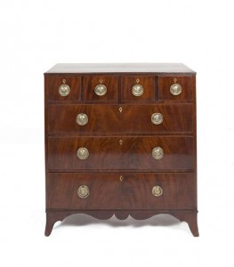 A George III chest of drawers (200-300).
