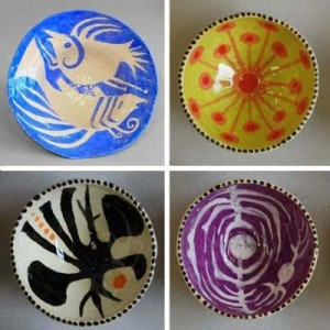 Four ceramic bowls by John ffrench (50-80 each).